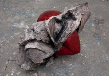 Heart red (concrete 72 x 83 x 76)